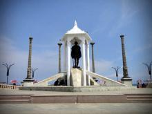 Gandhi Statue Image
